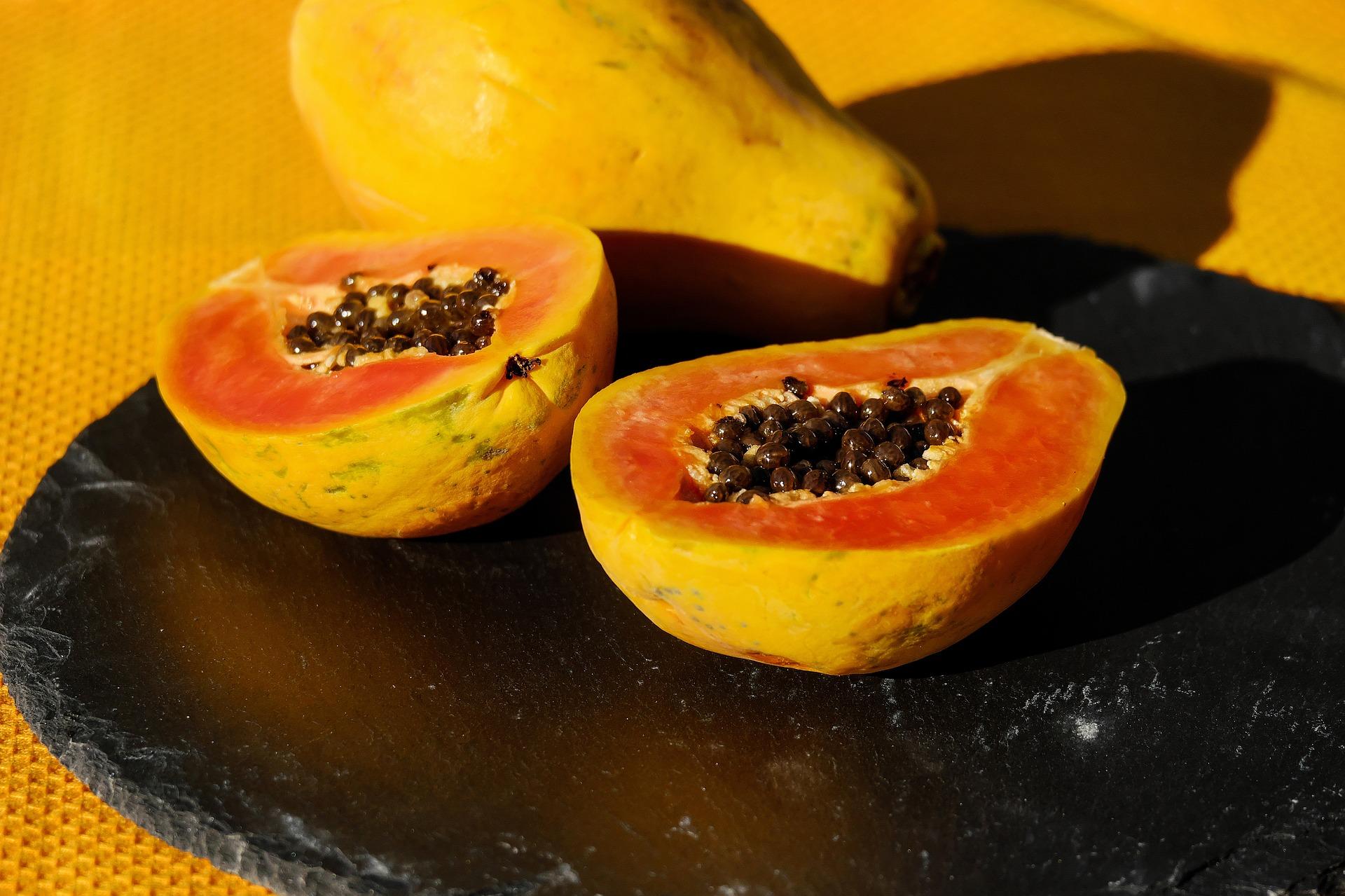 """Imagen correspondiente al post """"cómo se come la papaya"""" de Frutas Olivar"""