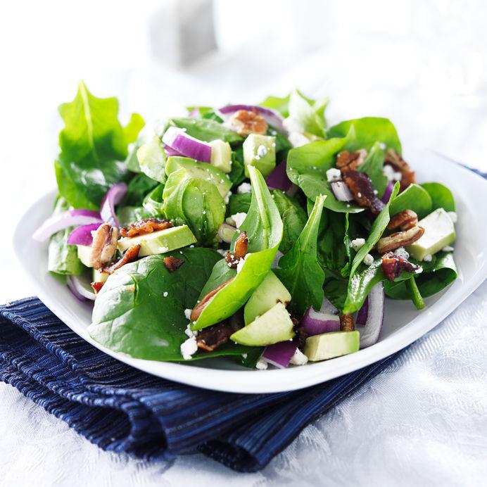 ensalada de rúcula con cebolla morada